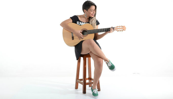 How to Play Acoustic Guitar – Beginner Guide